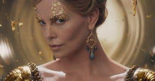 Il cacciatore e la regina di ghiaccio: un primo piano di Charlize Theron