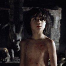 Il libro della giungla: il protagonista Neel Sethi in un momento del film