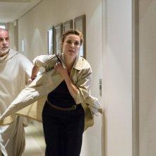 Le confessioni: Connie Nielsen e Toni Servillo in una scena del film