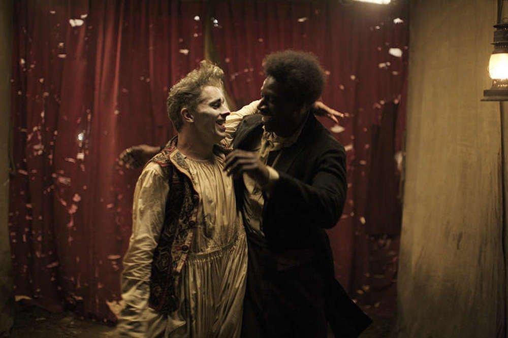 Mister Chocolat: Omar Sy e James Thierrée in una scena del film