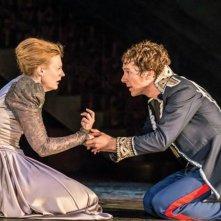 Amleto: Benedict Cumberbatch e Anastasia Hille in una scena