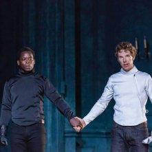 Amleto: Benedict Cumberbatch e Kobna Holdbrook-Smith in una scena