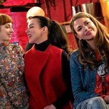 Younger: le attrici Molly Bernard, Debi Mazar e Sutton Foster in una foto della seconda stagione