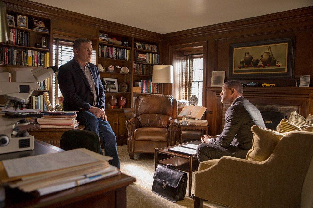 Zona d'ombra - Una scomoda verità: Alec Baldwin e Will Smith in una scena del film