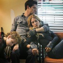 Falling Skies: Maxim Knight, Drew Roy e Sarah Carter in una foto della terza stagione