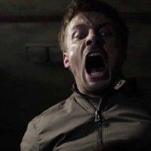 Damien: Bradley James in una terrificante foto della serie