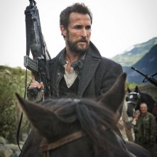 Falling Skies: Noah Wyle è Tom Mason in Collateral Damage
