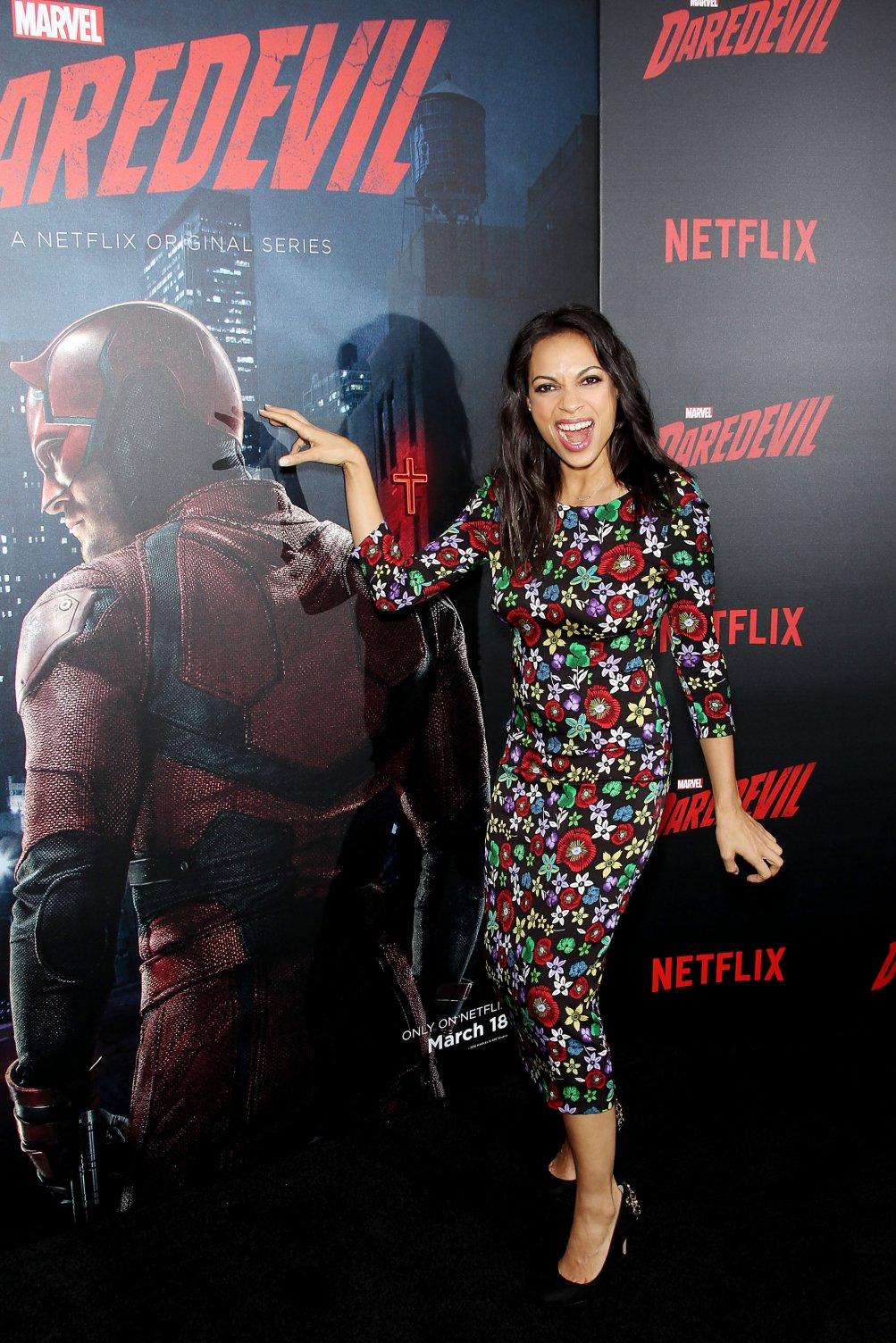 Daredevil: Rosario Dawson, interprete di Claire Temple, alla première della seconda stagione