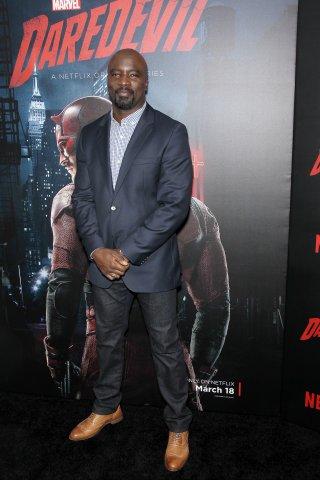 Daredevil: l'attore Mike Colter alla première della seconda stagione