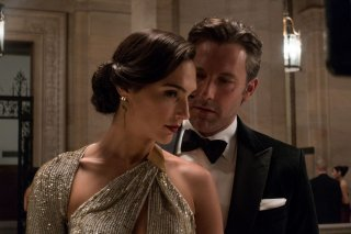 Batman v Superman: Dawn of Justice, Ben Affleck e Gal Gadot in una scena del film
