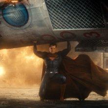 Batman v Superman: Dawn of Justice, Henry Cavill in azione in una scena del film