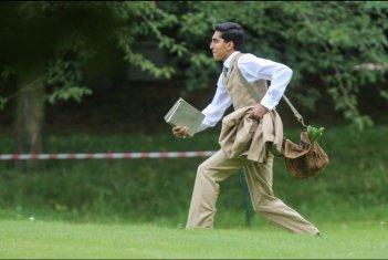 L'uomo che vide l'infinito: Dev Patel in una scena del film