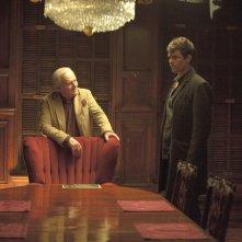 Misconduct: Anthony Hopkins e Josh Duhamel in una scena del film