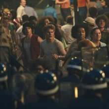 Stonewall: Jeremy Irvine in una movimentata scena del film