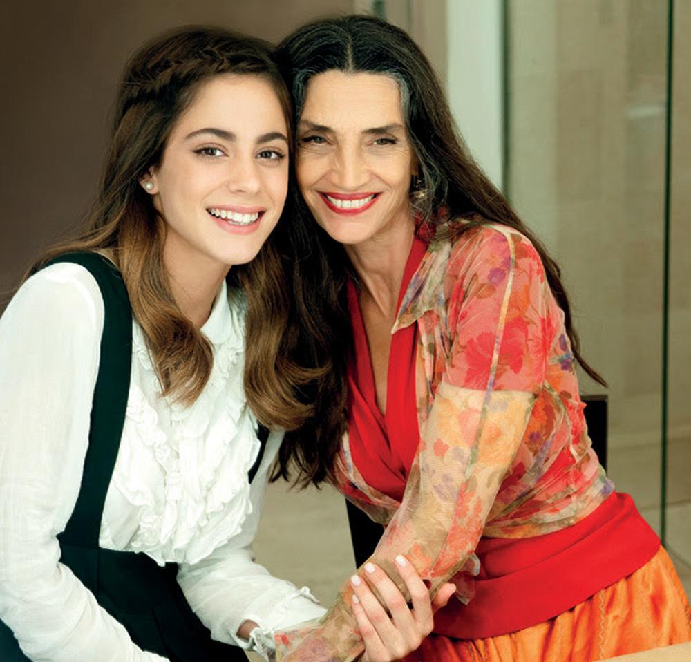 Tini - La nuova vita di Violetta: Ángela Molina e Martina Stoessel in un'immagine promozionale