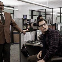 Batman v Superman: gli attori Laurence Fishburne e Henry Cavill in una foto del film