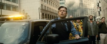 Batman v Superman: Ben Affleck è Bruce Wayne in una foto del film