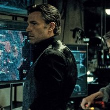 Batman v Superman: Ben Affleck e Jeremy Irons in una foto del film diretto da Zack Snyder