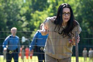 Orange is the New Black: l'attrice Laura Prepon in una foto della quarta stagione
