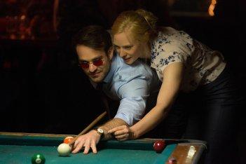 Daredevil: Charlie Cox e Deborah Ann Woll giocano a biliardo