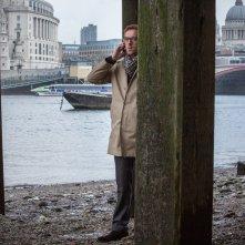 Il nostro traditore tipo: Damian Lewis in una scena del film