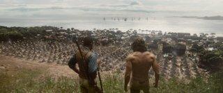 The Legend of Tarzan: Alexander Skarsgård e Djimon Hounsou in una scena del film in cui sono di spalle