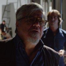 On Air - Storia di un successo: Ugo Conti e, sullo sfondo, Marco Mazzoli in una scena del film