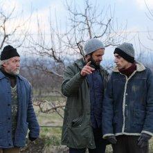 Banat - Il viaggio: Stefan Velniciuc, Ovanes Torosyan e il regista Adriano Valerio sul set del film