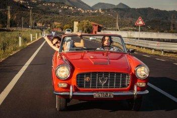 La pazza gioia: Valeria Bruni Tedeschi e Micaela Ramazzotti in macchina in una scena del film