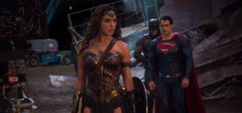 Batman v Superman: Gal Gadot, Henry Cavill e Ben Affleck sul set