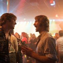 Tutti vogliono qualcosa: Blake Jenner e Glen Powell in una scena del film