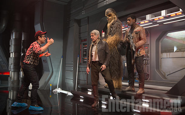 Star Wars: Il Risveglio della Forza - J.J. Abrams dà delle indicazioni agli attori sul set