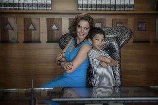 Nemiche per la pelle: Claudia Gerini e Jasper Cabal in una foto promozionale del film