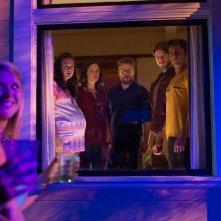 Cattivi vicini 2: Seth Rogen, Zac Efron, Rose Byrne, Carla Gallo e Ike Barinholtz in una scena del film