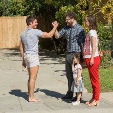 Cattivi vicini 2: Zac Efron, Seth Rogen e Rose Byrne in una scena del film