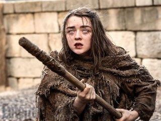 Il trono di spade: l'attrice Maisie Williams in una foto della sesta stagione