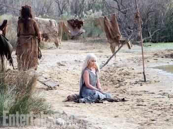 Il trono di spade: l'attrice Emilia Clarke in una foto della sesta stagione