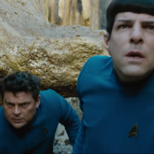 Star Trek Beyond: Karl Urban e Zachary Quinto in una scena del film