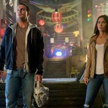 Tartarughe Ninja - Fuori dall'ombra: Megan Fox e Stephen Amell in una scena del film
