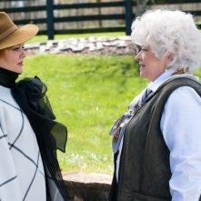 The Boss: Melissa McCarthy e Kathy Bates in una scena del film