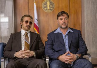 The Nice Guys: Ryan Gosling e Russell Crowe in una scena del film