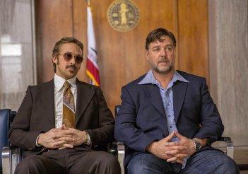 The Nice Guys: Ryan Gosling e Russell Crowe in una scena del film