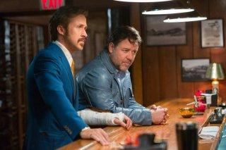 The Nice Guys: Russell Crowe e Ryan Gosling in una scena del film