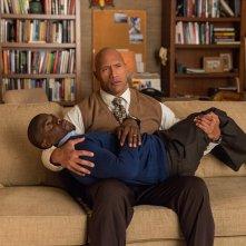 Una spia e mezzo: Kevin Hart e  Dwayne Johnson in una scena del film