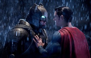 Batman v Superman: Henry Cavill e Ben Affleck in un momento dello scontro tra Batman e Superman