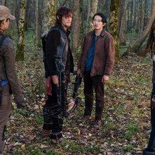 The Walking Dead, Norman Reedus, Steven Yeun, Danai Gurira e  Christian Serratos nell'episodio 6x15 Il cerchio