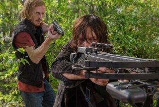 The Walking Dead, Austin Amelio e Norman Reedus nell'episodio 6x15 Il cerchio