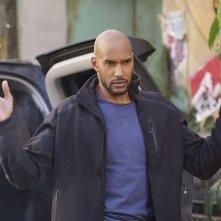 Agents of S.H.I.E.L.D.: l'attore Henry Simmons in una foto dell'episodio Bouncing Back