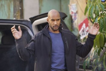 Agents of S.H.I.E.L.D.: l'attore Henry Simmons in una foto dell'episodio Bouncing Back