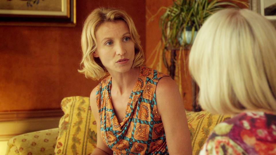 Torno da mia madre: Alexandra Lamy e (di spalle) Josiane Balasko in una scena del film